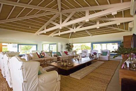 Madeiramento maria decorando for Fotos de casas modernas com telhado aparente